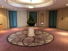 お部屋に向かいます 6階のエレベーター前