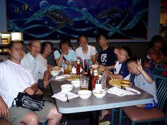 夕食は、シャーリーズ コーヒーショップに歩いて行き、ハンバーガーなどを食べました。