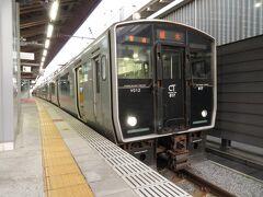 """2020.07.18 熊本 久しぶり乗った始発列車は、""""3密""""とまではいかないものの9割がた席が埋まっていた。部活に行く高校生がたくさん乗っている。""""いつもの""""320Mは415系鋼製車のスジだが、植木止まりとなって817系の代走のようだ。これには乗らない。"""