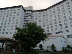 1泊めは、浜名湖のほとりにあるホテル「THE HAMANAKO」。 ホテルで夕食を食べなかったのは予算オーバーもあるけど、食事に行くときは温泉に入った後でも部屋着がNGなのがイヤだったから。
