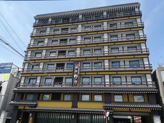 JR奈良駅を出たらすぐ左に見える、ドーミーインの旅館「御宿 野乃 奈良」。 朝食付きで1人税込3000円をみつけて即予約。 昼に着いたので荷物を預けようとしたら、準備ができているからとチェックインさせてくれました。