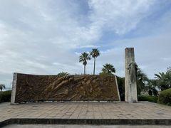 ここからは大した景色も無い中でひたすらストイックに北上していきます。 祇園之洲公園の案内が出たらそこを右折、海側へ進むます。 すると小さな公園が。 ここにはザビエル上陸記念碑があります。 日本にキリスト教を布教したザビエルさんはここ鹿児島に1549年8月に上陸したのですね。