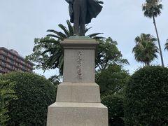 天文館を過ぎてホテル手前の高見橋のたもとにはこちらも地元鹿児島の有名人。 明治維新の維新の3傑の1人大久保利通さんの像が。 そんな英雄も最後は東京の紀尾井町で暗殺されたんだとか。