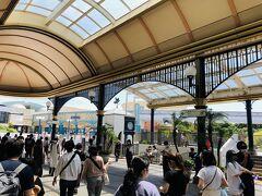 あ、もう舞浜の駅ですね。 降りていきなり人が少ないです。