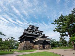 松江城に到着です。思っていたより大きく立派!左側のテントで名前、連絡先の記入がありました