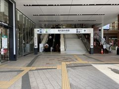 近くで開いているのはファミレス位。 取り敢えず鹿児島中央駅の駅ナカを目指します。