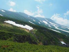 おっ、少し旭岳が見えだしました。