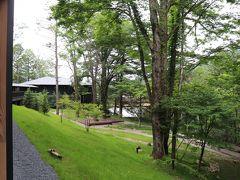 レークハウスと中禅寺湖がチラリと。