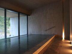 日光湯元温泉から引いているので、奥日光小西ホテルのような乳白色と思っていたが透明だった。