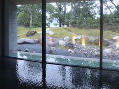 中禅寺湖が少し見える。