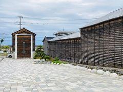 次にやって来たのは、「横山家住宅」。  江差横山家は、初代・横山宗右衛門が1748年(寛延元年)能登の国(現、石川県珠洲市)で生れ、現在まで八代・約250年、当地 江差の歴史と共に漁業、廻船問屋、商業を営んでいる家です。