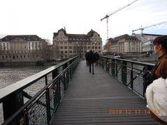 Muhlesteg(ミューレステク)歩道橋・・・・ この歩道橋は愛の橋と呼ばれ、南京錠で愛を誓った証がズラリ・・・ ザルツブルグのザルツァハ川に掛かる橋でも同じ光景がありましたね~