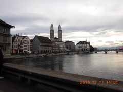 高い尖塔が2本そびえているのは、グロースミュンスター(Grossmünster)大聖堂です!! チューリッヒのランドマークにもなっているようです・・・
