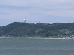 上総湊の海岸から東京湾観音が見えます。