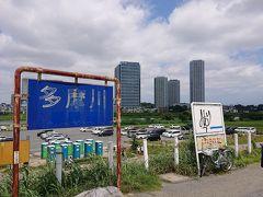 二子橋を渡って、川崎側。  見えているタワービルは『二子玉川ライズ』。