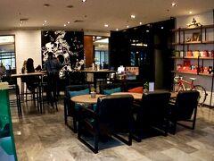 【X2バイブBKKスクンビットホテル】  駅の反対側には、日本の料理屋ばかりが入った「Century Plaza Mall」なんぞもあります。