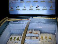 【X2バイブBKKスクンビットホテル】  オンヌット駅の周りには、小規模ながら、スーパー(Tesco Lotus)があり非常に便利です。   写真:ロビーには、デザインセンスのいいアイスクリームが売られていました。