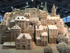 毎年テーマをかえて、砂像の展示している砂の美術館。数年前から訪れたい場所の一つでした。展示開始は、見合わせとなっていたのが、7月11日からとなり、念願かないました。今期は日本とチェコ・スロバキアとの国交樹立100年の記念の年を祝してテーマに選ばれたようです。写真は世界遺産の街、チェスキークルムロフ。おとぎ話の世界のよう。