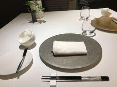 夕食会場のレストランもすいていました。