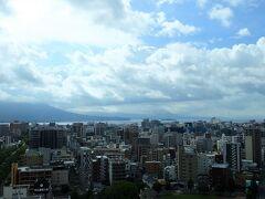 おはようございます! 天気予報は雨でしたが。 ヤッター、青空が見えています。