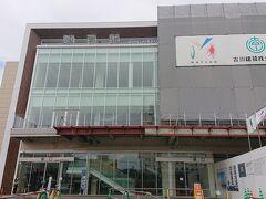新幹線の開業を控え、絶賛リニューアル中の諫早駅。 東口を出て交差点を右折し、7分ほど歩くと…