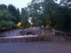 山下公園内にある、「石のステージ」です。  この先には、「世界の広場」、「丘の見える公園」があります。旅行記は以上です。夕方時の横浜の山下公園周辺を散策しましたが、まだまだ魅力的な観光スポットがありますので、次の機会に紹介します。