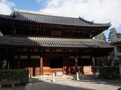 承天寺は、1242年(仁治3年)に大宰少弐・武藤資頼によって創建され、1243年(寛元元年)には勅願所官寺となった。博多で疫病が流行った折、病魔退散を祈祷しことが博多祇園山笠の起源で、ここが発祥の地となっている。