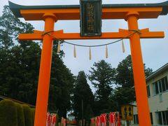 次は日本三大稲荷と言われる竹駒神社です。岩沼駅の南側で、徒歩10分位の所にあります。写真は裏の参道の鳥居です。