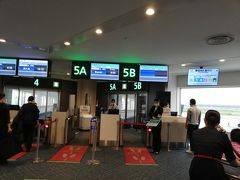 羽田空港から朝8時のJAL便で出発。 宮崎便に人は少ない。  直前のGO TOキャンペーン都内除外におそらくキャンセルが沢山出ている模様だがそれでも平日にもかかわらず、人の旅の流れはかなり多く感じました。