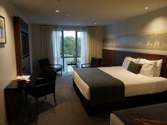 1週間ぶりにクライストチャーチへと戻ってきました。 でも初日は、空港近くのホテルに泊まっただけなので、実質市内は初めてです。  もう夕方を過ぎているので、ホテルへ向かいます。 今回の宿泊は、リッジズ ラティマー クライストチャーチ ホテル