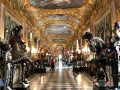 そして、この王宮のハイライトがこちらの【王宮武器庫】ですー。武器や武具の類をみないほどのコレクションが展示されていますー('ヮ' ) ヴェネツィアの【ドゥカーレ宮殿】や【カ・ペーザロ】、フィレンツェの【スティッベルト博物館】などの武器コレクションも素晴らしかったですが、【トリノ王宮】は、古今東西を網羅した品揃えと、センスの良い展示の仕方も相まって、武器というより美術品や工芸品の収蔵庫のような様相になっていますー。
