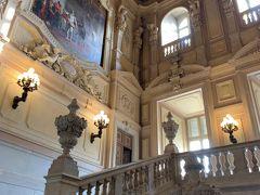 実はPottyと相棒のBMOは、前回(2015年)トリノに来たときも、この王宮には来ているんですヨー('ヮ' ) そのときはミラノから日帰りだったので、観光スポットとして観ることができたのは、こちらだけでしたー。 しかも、あのときは9月なのに寒くて、観光客が全然いなかったなー。