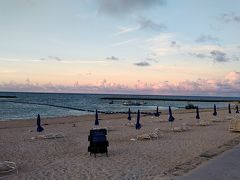 どうせなら日の出を見ようとビーチまで降りてみました