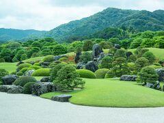 京都の庭園も素晴らしいところが多いですが規模が違う枯山水庭