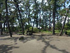 更に海岸に(南に)向かって10分ほど歩くと、茅ヶ崎公園。ここも、緑がきれいな公園です。