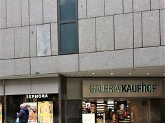 家内が探していた有名刺繍メーカーのフェイラーはミュンヘンのデパートでは、このギャラリア カウフホーフ でしか入手できないと判明。日本の方が種類が多いのは皮肉です。でも値段はこちらの方が安くしかも免税。
