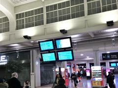 途中のマインハイムでDBのICEからTGVに乗り換え、パリ東駅に到着。TGVの旅行客が一斉に地下鉄に乗り換えるため、地下鉄切符の自販機前は長蛇の列。今夜泊まるホテルは地下鉄駅(リパブリック)の真横だけど、地下鉄での移動は断念しタクシーで行くことにしました。
