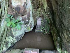 竹岡のひかりも発生地。国の天然記念物です。 ひかりもの見頃は4月~6月といことで、私の訪問時には確認できませんでした。が、不思議な形の洞窟は神秘的、国道127号線を通る際には立ち寄って見てください。国道沿いです、無料の駐車場もあります。  竹岡のひかりもとは?↓ https://e-tonsuke.net/takeokahikarimo/