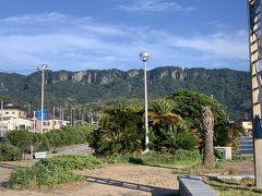 浜金谷の港から鋸山が見えます。