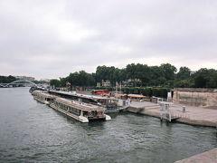 セーヌ川でカトリーヌドヌーブ号を見て、びっくり! いつか乗りたい。