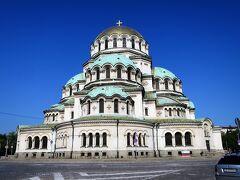 9時15分ホテルを後に出発 バルカン半島で二番目に大きな聖堂、アレクサンドル・ネフスキー寺院に9時半到着