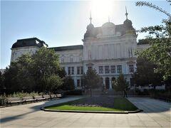逆光の中の国立美術館 ブルガリア芸術家の作品が展示されている