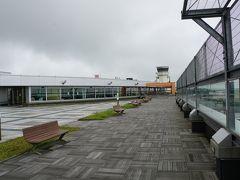 というわけでフライトの2時間半前に函館空港に到着。 ここで人混みを避けてのんびりすごします。  まずは展望デッキへ。