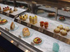 2階のアイマリーナでケーキを購入。 営業時間は11:00~18:00。