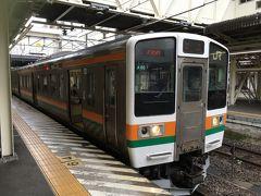 ★13:05  高崎駅から、上越線に乗り換え〜 211のロングシートは何度乗っても好きになれません… やっぱり前の115が良かったな〜 しかも学生さんがそこそこいで、ガラガラではありません。 ★3密危険度…★★⭐︎
