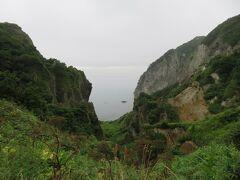 ハルカラモイ。  銀屏風から続く断崖の一部が開けています。