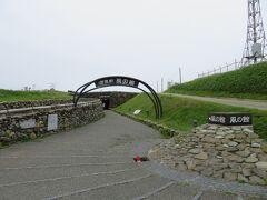 襟裳岬・風の館。  常に強風に晒されるここ襟裳岬を屋内から観光できる施設です。  襟裳岬までの遊歩道とまた違った楽しみ方ができるので、ここは必見かと。