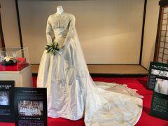 グレースケリーロイヤルウェディングドレス