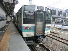 10:56 大月から47分。 甲府で、小淵沢行に乗り換えます。 この電車もオールロングシートでした。  ②普通453M.松本行 甲府.10:58→小淵沢.11:37 [乗]JR東日本:クハ211-3001