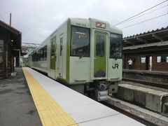 これから、JR最高地点を走る高原列車.小海線の旅を楽しみますよ。 小海線主力車両のキハ110形です。 では、乗りましょう。  ③普通227D.小諸行 小淵沢.11:58→小諸.14:13 [乗]JR東日本:キハ110-115